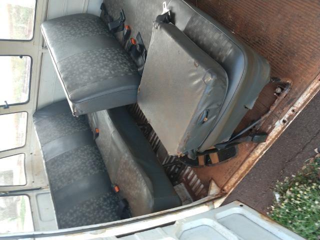 Kombi de passageiro ano 95, não tem podre na lataria - Foto 6