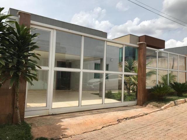 Excelente casa de condomínio, 3 quartos (2suítes), piscina, Quadra 06, Arniqueiras - Foto 2