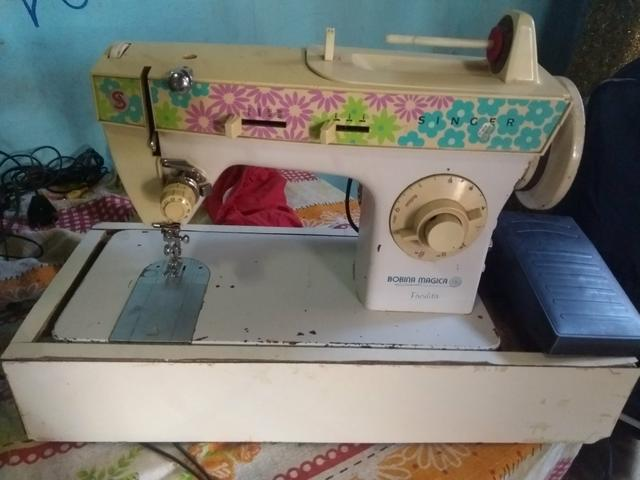 Máquina de costura Singer Ou troco por som de casa