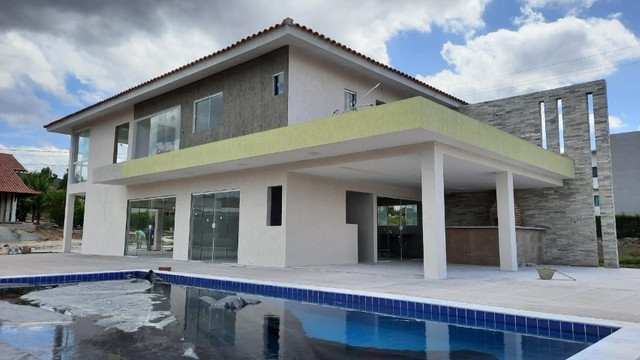 Casa com 06 suítes à venda em Gravatá em condomínio de Alto Padrão