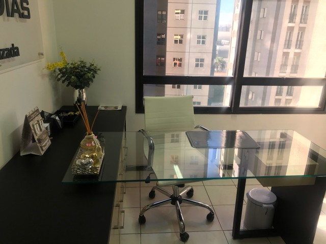 Passo consultório/ escritório completo.