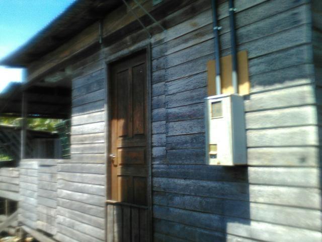 Casa de madeira leia a descrição