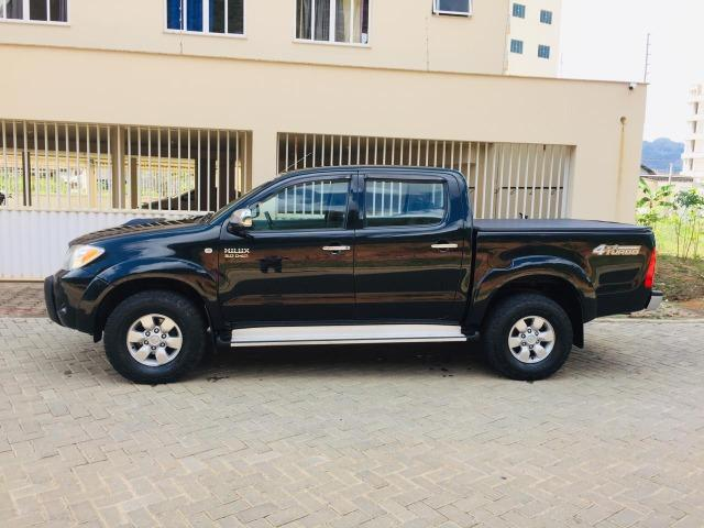 Hilux srv 3.0 cambio manual ano-2008/08