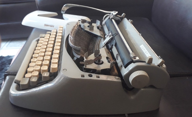 Máquina De Datilografia - Máquina De Escrever - Funcionando - Foto 6