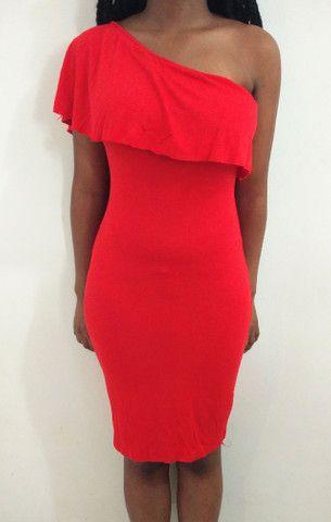 Vestido vermelho colado de um ombro - Foto 2