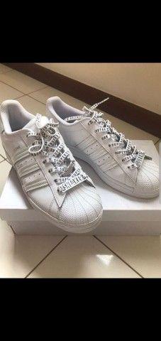 Tênis Adidas Superstar tamanho 38 - Foto 2