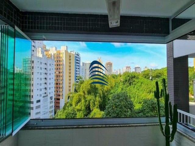 Apartamento 2 quartos sendo 1 suíte na Pituba! Excelente localização, varanda com fechamen - Foto 3