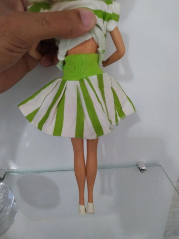 Conjunto de roupas com par de tênis para Barbie anos 80 . - Foto 3
