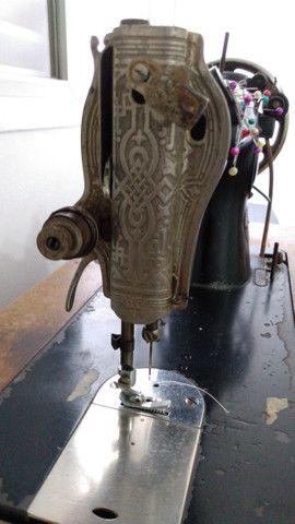 Máquina de costura Singer (antiga) - Foto 5