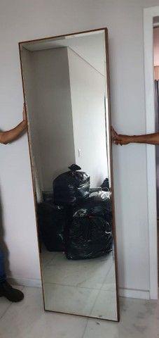 Espelho vertical c moldura em madeira