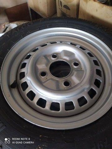 5 rodas de Fusca aro 15 com pneus novos - Foto 2
