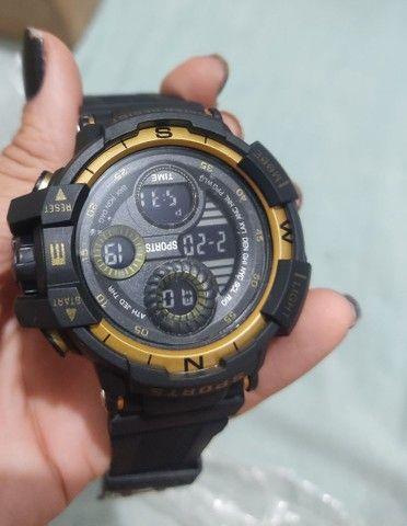 Relógio esportivo à prova d'água com Visor luminoso