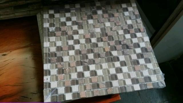 Pastilha de Marmore lote com 28 placas (R$ 25 cada placa) Fit D302 30,5 x 30,5 Colormix