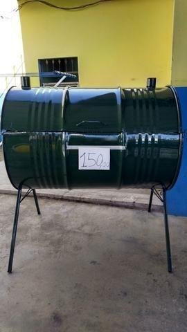 Churrasqueira de tambor de 200 Litros com pé alto