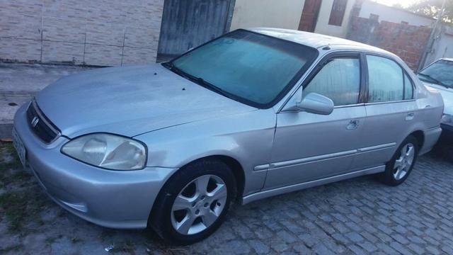 Vendo ou troco um ronda Civic completo ano 1999 1.6 banco de couro - Foto 2