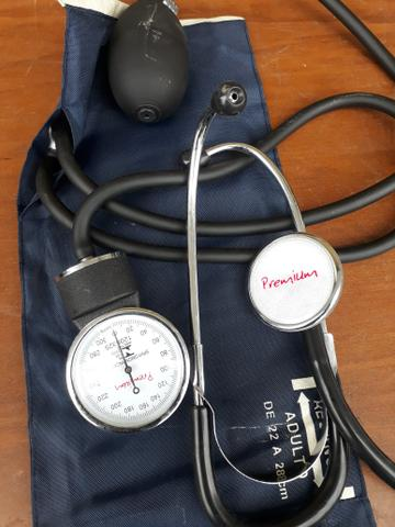 Aparelho de medir pressão (estetoscópio)