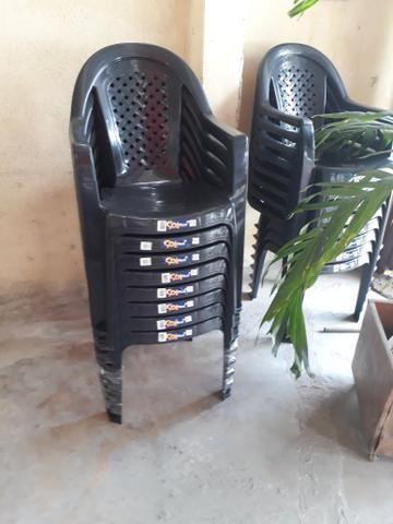 Cadeiras de pvc novas cor preta. aceito cartão