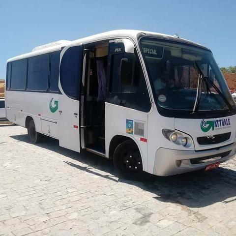 Micro ônibus 26 lugares comil piá