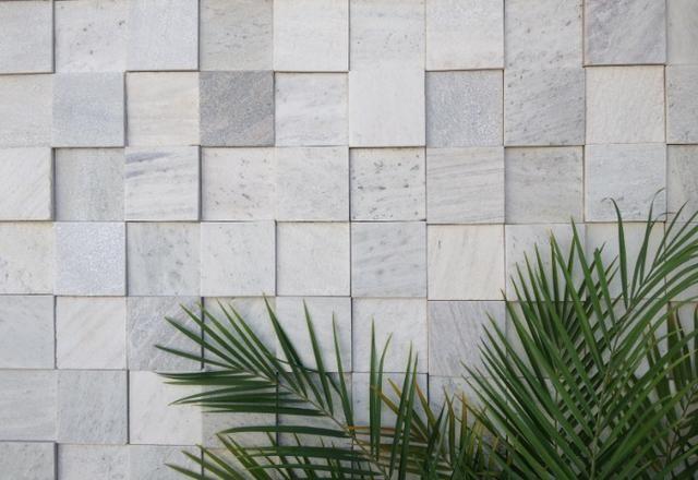 Revestimento de Pedra São Tomé Branca 10x10cm Mosaico 3D Solto Parede Promoção FePedras