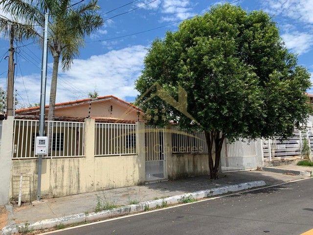 Casa com 2 quartos - Bairro Vila Sadia em Várzea Grande