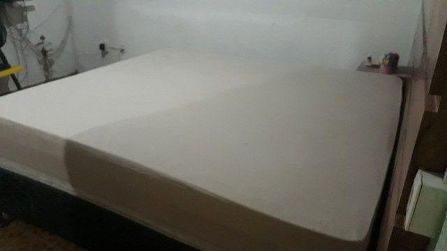 Vende-se colchão  king de 1,98 por 2,05cm - Foto 3