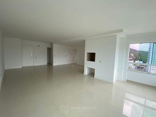 Excelente Apartamento com 3 Suítes e 2 Vagas em Balneário Camboriú