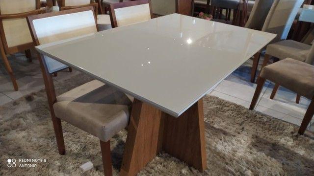 Mesa de madeira maciça retangular de 4