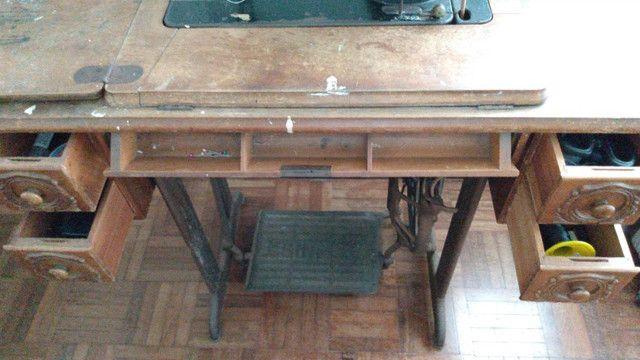 Máquina de costura Singer (antiga) - Foto 4