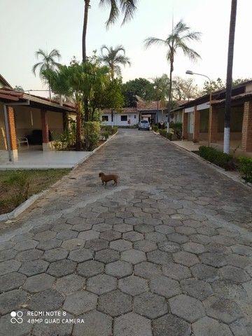 Casa de 04 suítes a venda em condomínio fechado em Caldas Novas Goiás