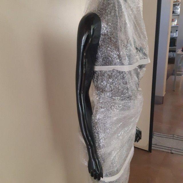 Vendo manequim de fibra feminino   - Foto 4