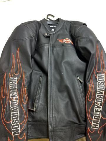 f46e54d0ddb Jaqueta e par de luvas em Couro Harley Davidson