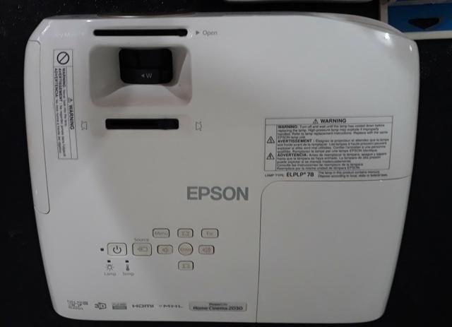 Projetor 3D Epson + 3 Óculos 3D Epson + Suporte de teto