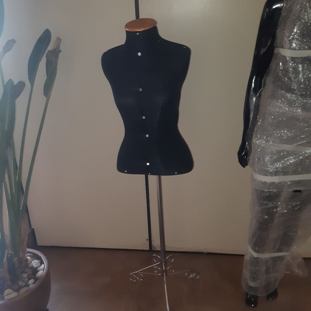 Vendo manequim de fibra feminino   - Foto 2