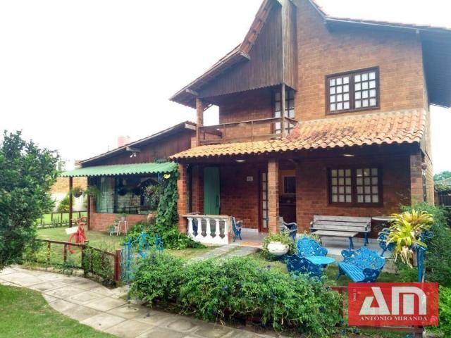 Casa com dois pavimentos, 273 m² em um excelente Condomínio.
