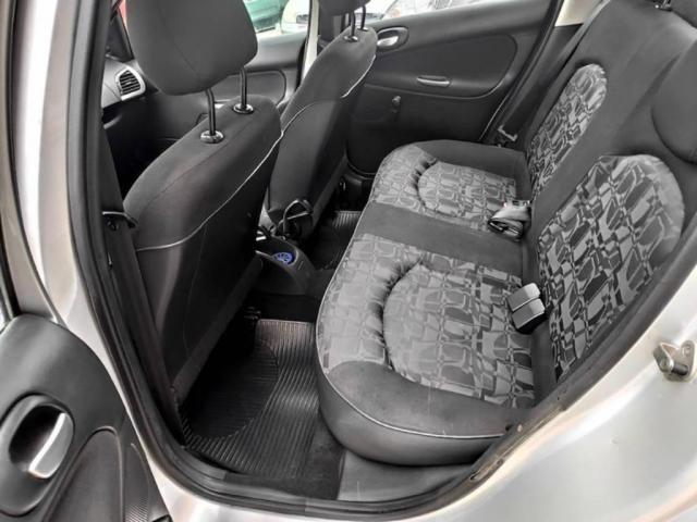 Peugeot 207 Sedan PASSION XR 1.4 2011 COMPLETO (FINANCIA TOTAL) - Foto 8