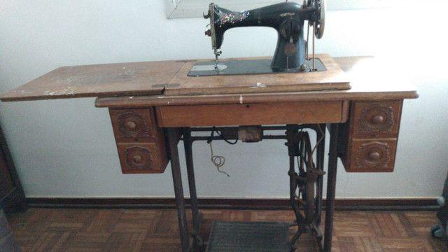 Máquina de costura Singer (antiga) - Foto 2