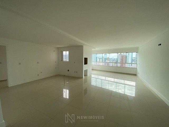 Excelente Apartamento com 3 Suítes e 2 Vagas em Balneário Camboriú - Foto 2