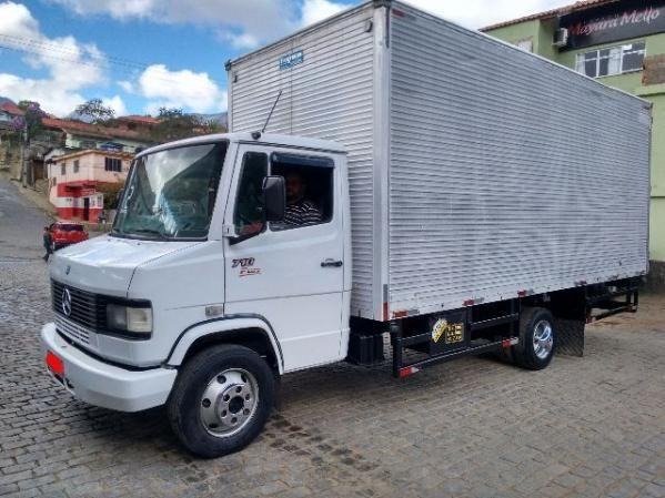 MERCEDES 710 PLUS BAÚ ANO 2012