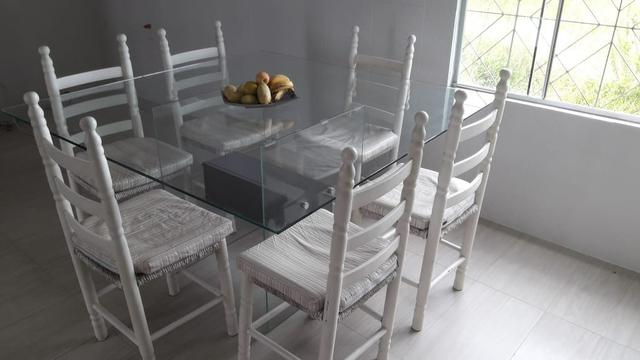 Mesa de vidro temperado para 8 cadeiras