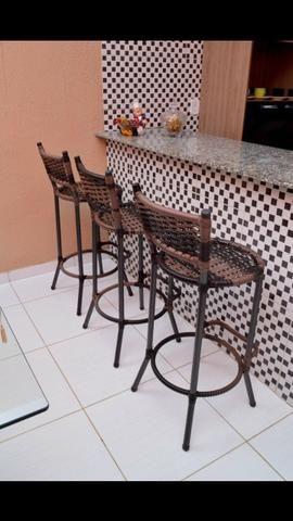 Vende-se cadeira de fibra sintética ?