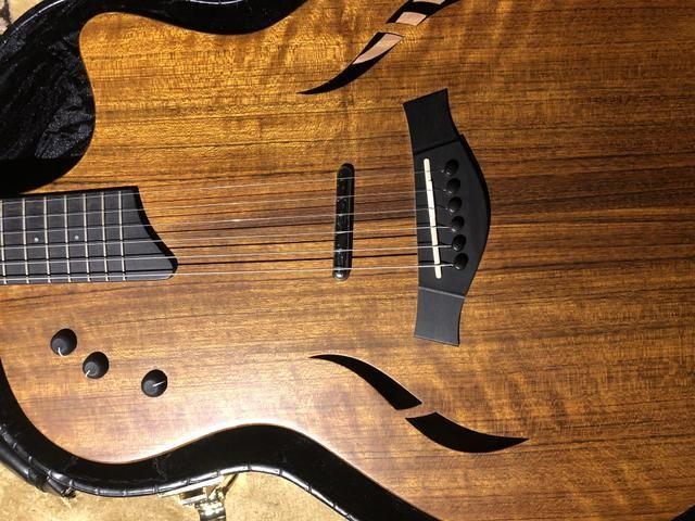 Guitarra híbrida Taylor T5