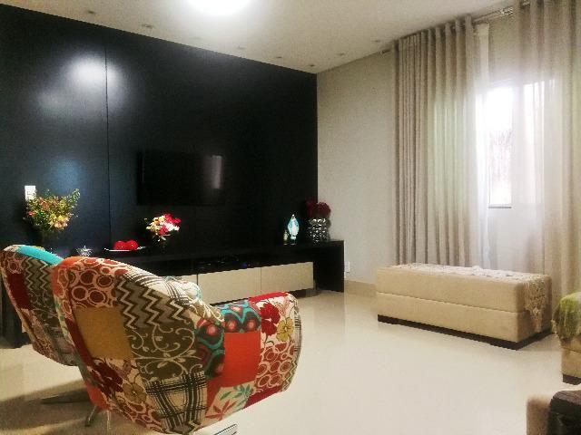 Esplêndida casa térrea alto padrão, 4 quartos, completo em armários na Vicente Pires - Foto 2