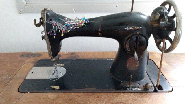 Máquina de costura Singer (antiga)