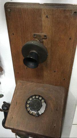 Telefone antigo de madeira raríssimo - Foto 2