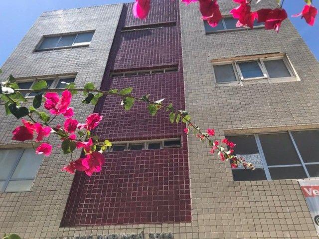 VS - Apartamento na Conselheiro Aguiar - 2 qtos, área de serviço e DCE - Taxas inclusas.