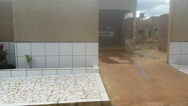 Vende-se uma casa,na zona sul,atraz do colégio Raimundo Agostinho