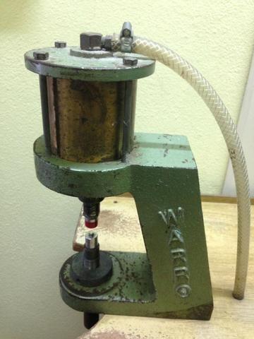 Máquina pneumática de pregar botão de pressão, ilhós, rebites