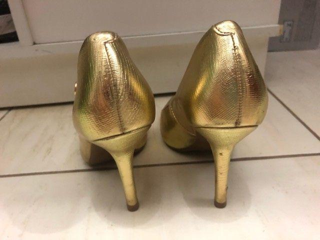 Sapato scarpin dourado tamanho 36