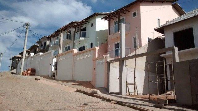 Casa em Condomínio com 03 suítes e Terreno de 225 m² - Não Geminada!