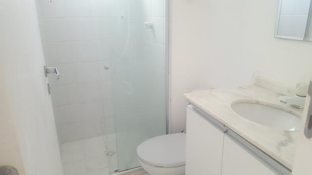 Apartamento semi mobiliado 2/4 com suite em Buraquinho próximo a estrada do coco - Foto 2